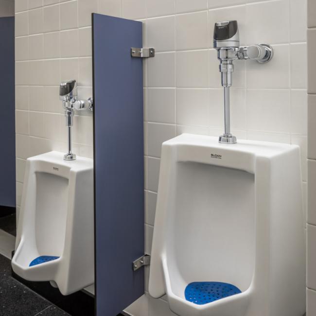 采用了 SloanTec 釉质的小便池